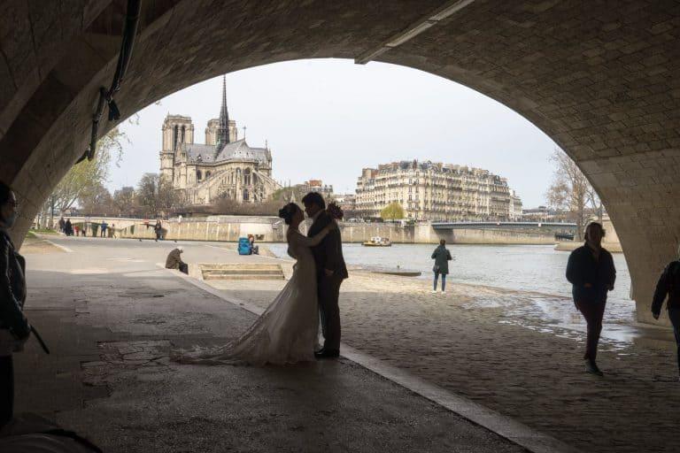 """17 מקומות רומנטיים בפריז בהם כדאי לכם לשאול – """"התינשאי לי""""? מאת יואל תמנליס"""