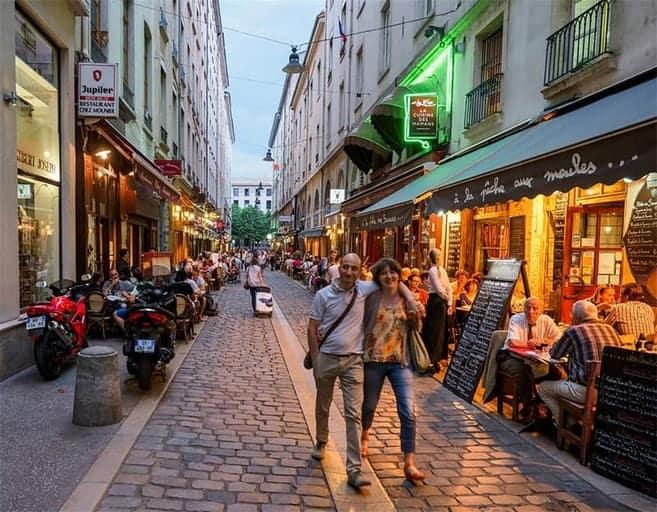 אחד מרחובות ליון בהם מרוכזות המסעדות של העיר. צילום מאת ליאור קורן.
