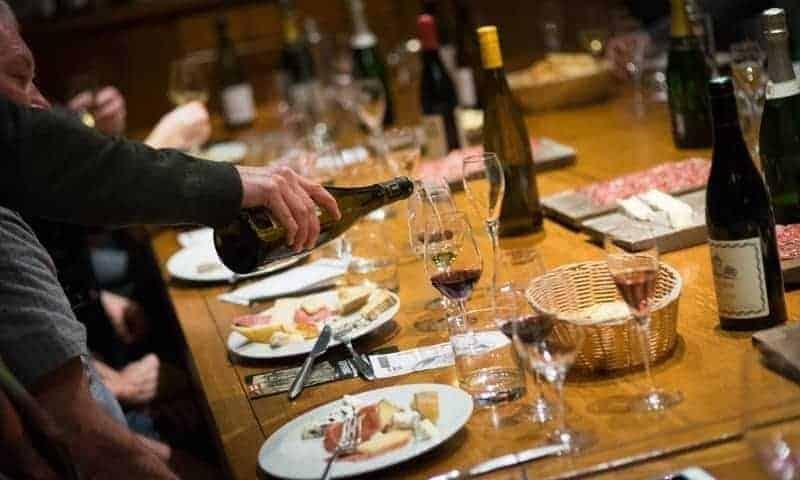 טעימות יין במרתף יינות מהמאה ה-17. צילום באדיבות MUSEMENT