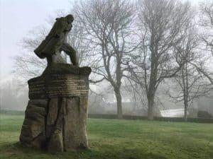 הפסל של ויקטור הוגו בעיירה סנט פיטר פורט בירת גרנזי