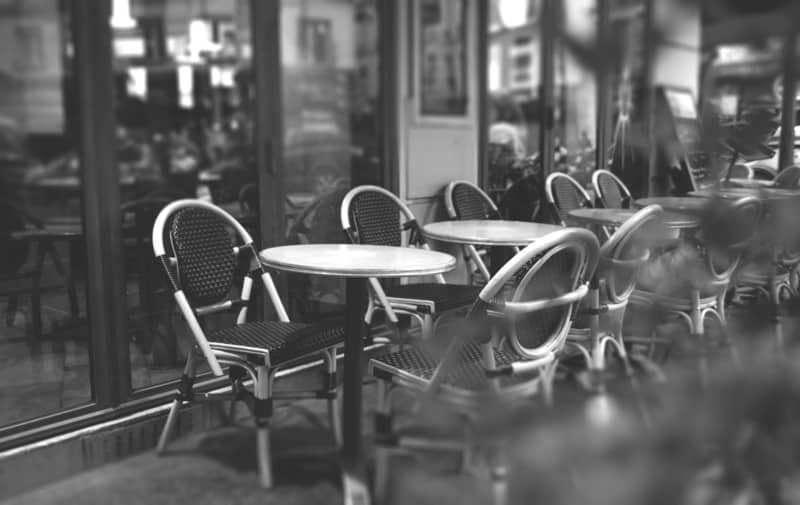 בית קפה פריזאי. צילום מאת PEXEL