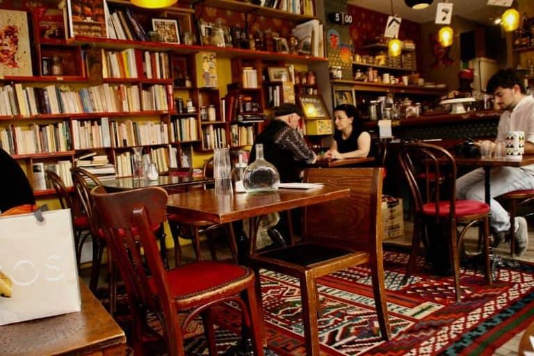 אחד מבתי הקפה המיוחדים והמקסימים ברובע ה-20