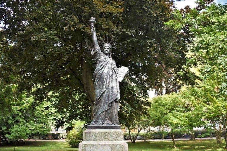 פסל החירות בגני לוקסמבורג. צילום: יואל תמנליס