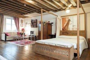 דירות להשכרה בפריז המלצות על דירות ללא עמלת AIRBNB. צילום: BOOKING.COM