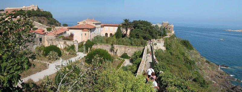 הוילה בה התגורר נפוליון באי אלבה. מקור צילום: ויקיפדיה.