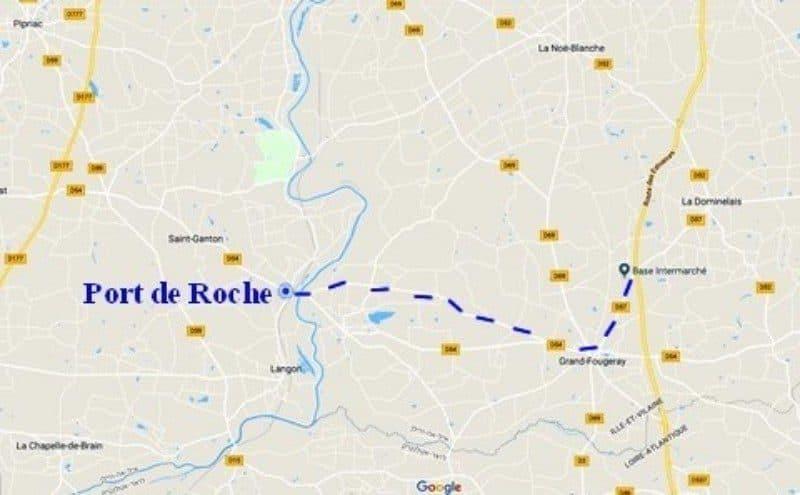 הדרך לכפר Porte de Roche.
