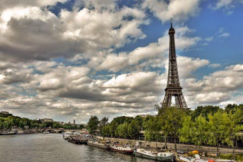 מגדל אייפל מצולם מכיוון גשר ביר חקים. צילם: יואל תמנליס.