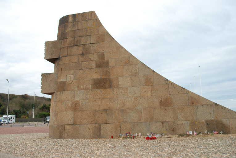 האנדרטה לזכר חללי הדיוויזיה הראשונה.