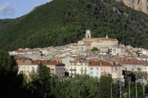 דרך נפוליאון מקאן ועד גרנובל. תצלום של העיירה דין לה בן. מקור צילום: ויקיפדיה.