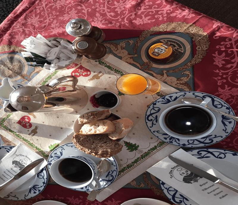 ארוחת בוקר LE CLOS SAINT VINCENT.
