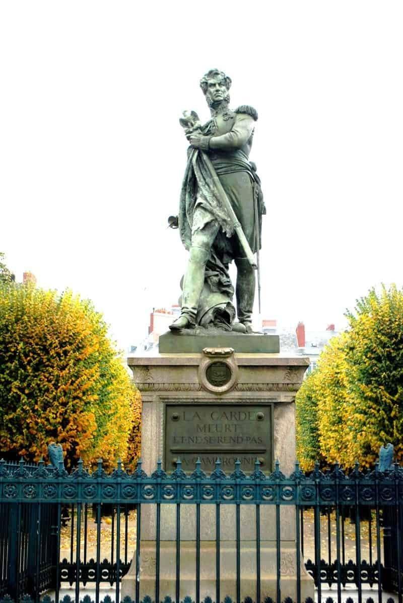 פסלו של קמברון. צילום: דני אשכנזי.