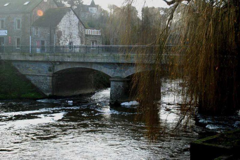 הגשר של La Glacilly.