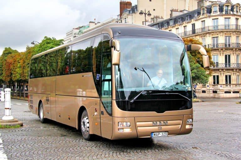 פריז בתנועה – אוטובוס תיירים, טיול בסיטרואן 2CV, טיסה בשמי העיר ועוד