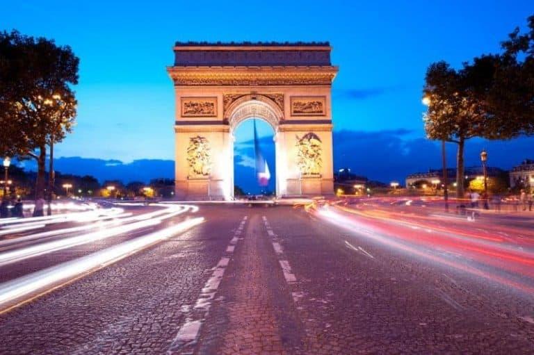 """מלונות מומלצים ברובע ה-8 בפריז (השאנז אליזה, שער הניצחון ובית חב""""ד)"""