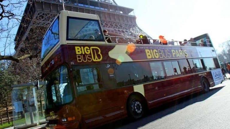 אוטובוס תיירים בפריז . צילום: Come To Paris