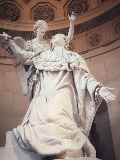 פסלו של לואי ה-16 ב Chapelle expiatoire. צילום: צבי חזנוב