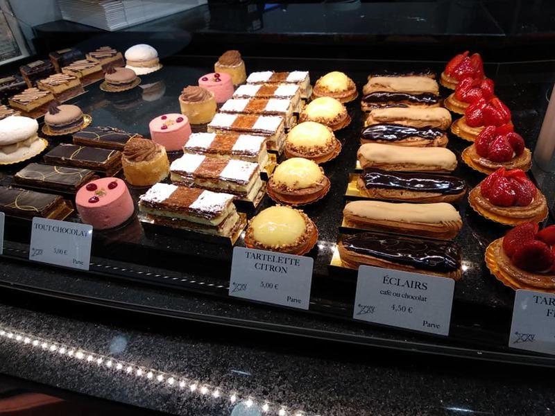 מבחר עוגות בפטיסרי Le XXV.