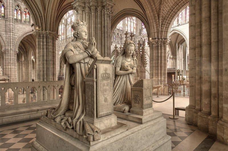 הקבר של לואי ה-16 ומארי אנטואנט בבזיליקת סן דני. מקור צילום: ויקיפדיה.