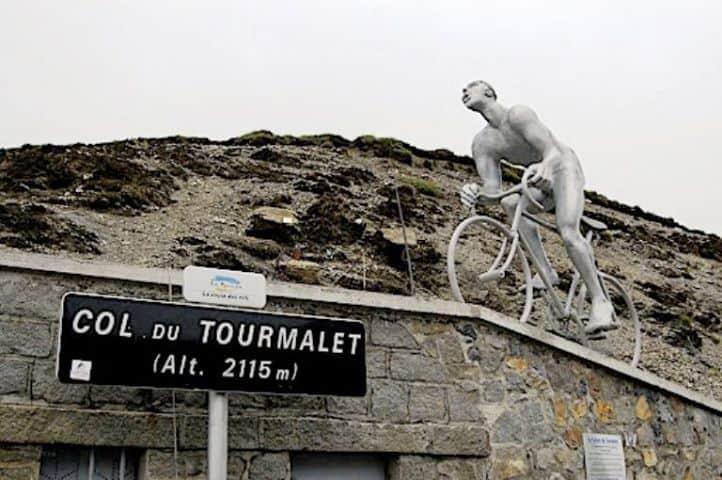 פסלו של אוקטב לפיז. מקור צילום: ויקיפדיה.