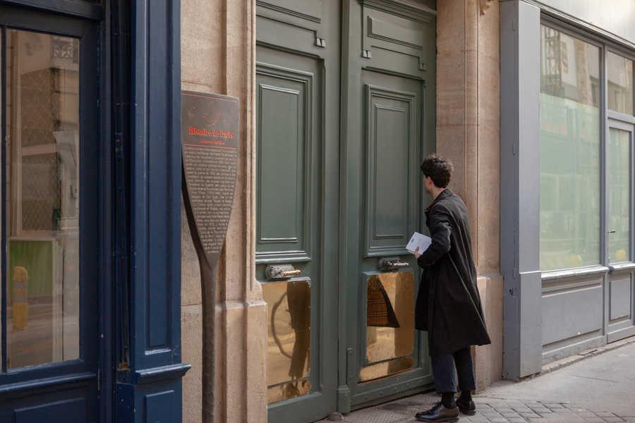 מאחורי הדלתות הללו היו הסדנאות של האומנים. צילם: לירן הוטמכר.