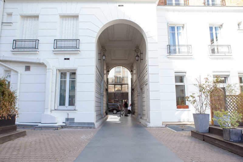חצר הבניין בה שכן הסטודיו של מאן ריי. צילם: לירן הוטמכר.