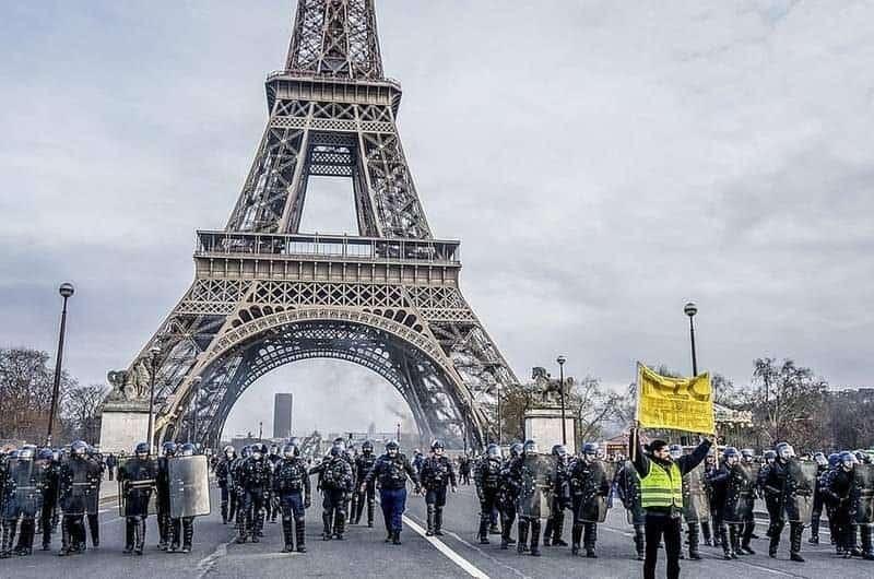"""האפודים הצהובים: סכנת האלימות השבועית בצרפת מאת ד""""ר אורנה ליברמן. מקור צילום: ויקיפדיה."""