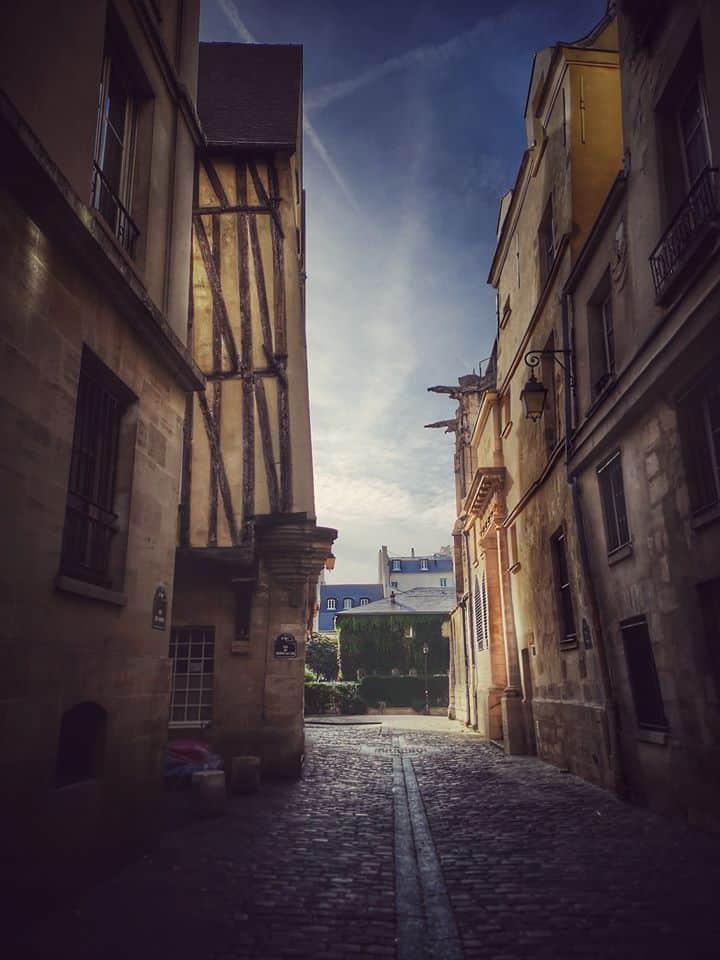 Rue des Barres. אחד מהרחובות הכי עתיקים במארה. צילם: צבי חזנוב