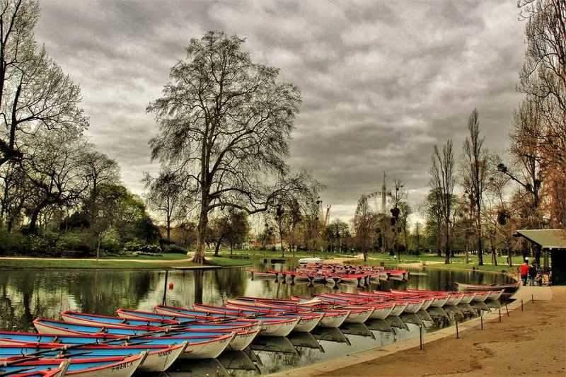 אגם דומניל וברקע מתקני הפואר דו טרון. צילם: יואל תמנליס