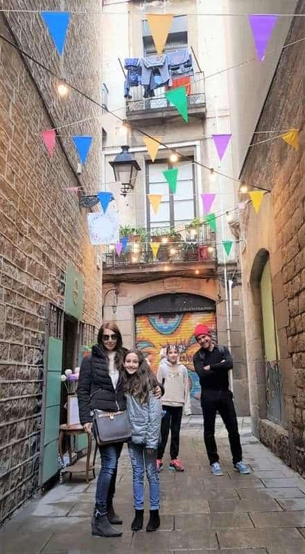 אירופה הצעירה סיור עם דוד בברצלונה.