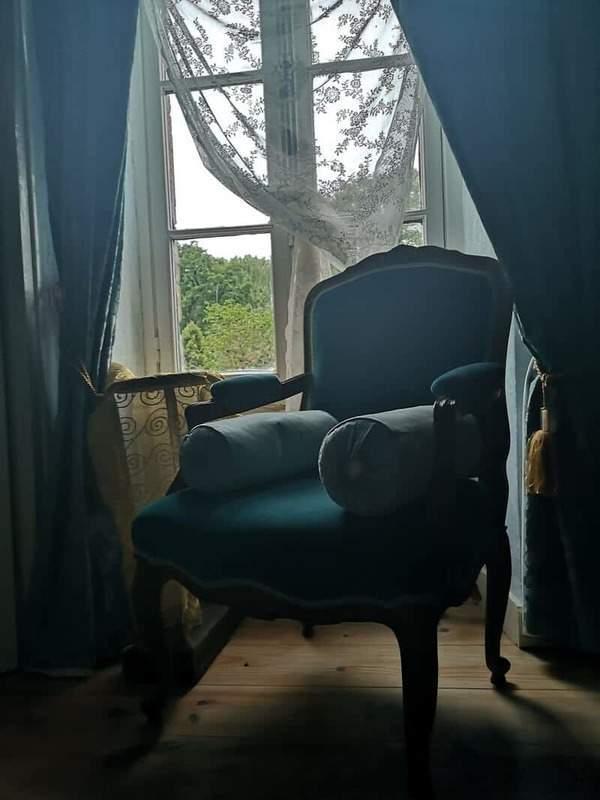 הכורסא בחדר הכחול בו התגוררתי. צילם: צבי חזנוב