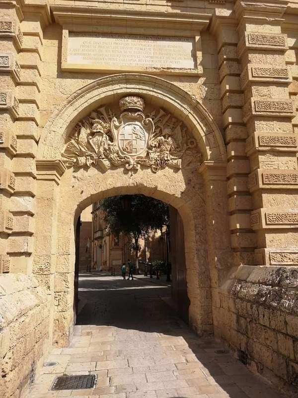 השער הראשי של מדינה