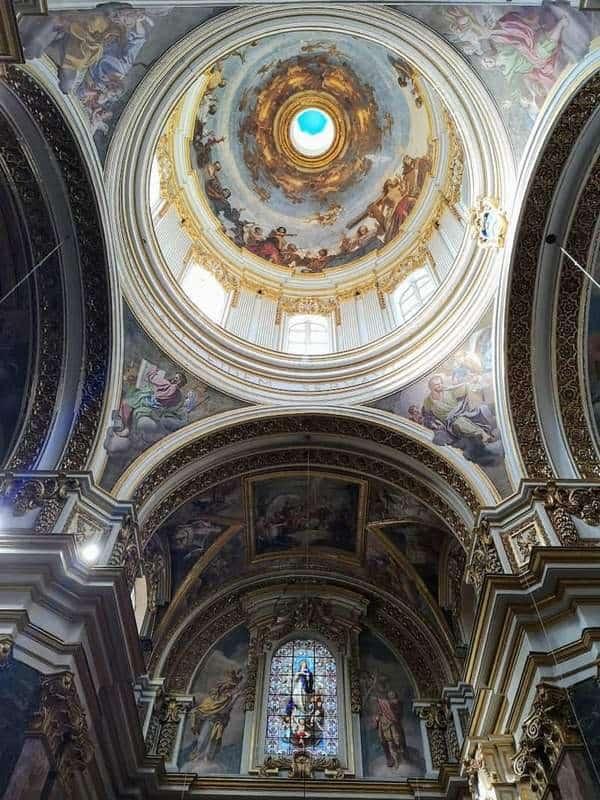 הכיפה של הקתדרלה של מדינה.