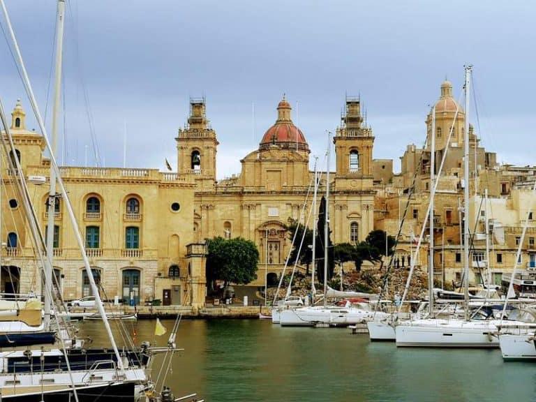 היכן כדאי לחפש מלון במלטה? טיפים והמלצות ממי שגר שם.