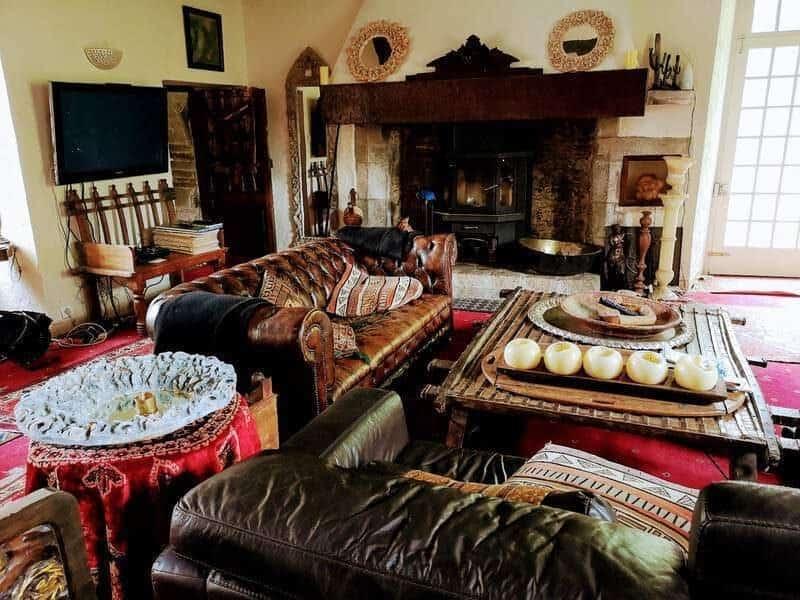 חדר האירוח בטירה. צילם: צבי חזנוב