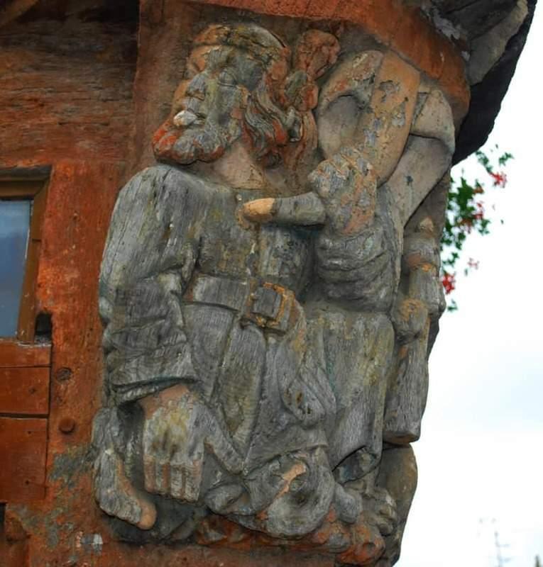 בית truie qui file la. הפסל מזווית אחרת.