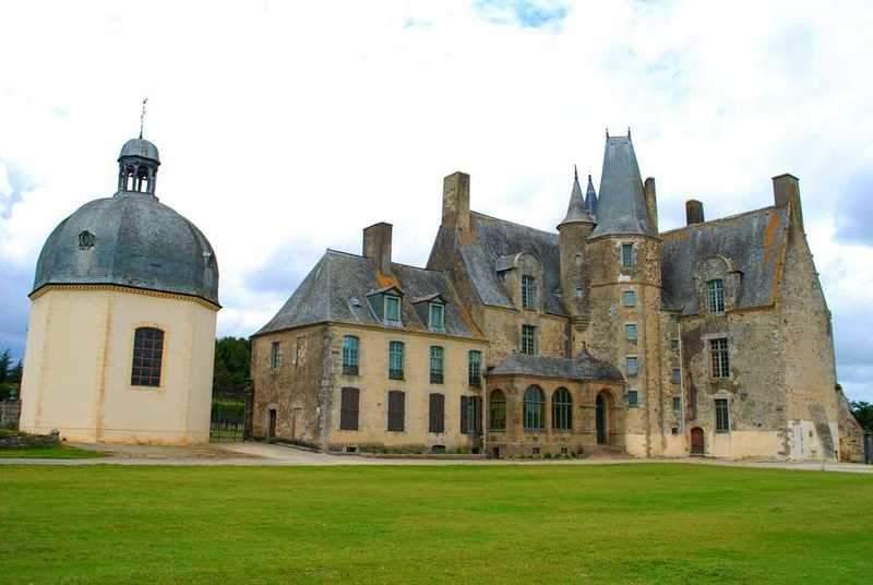 טירת רושה (Chateau de Rocher) בה התגוררה המרקיזה דה סבינייה