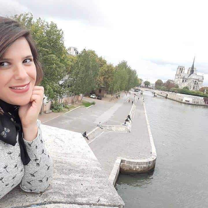 אני וחברה ותיקה בפריז
