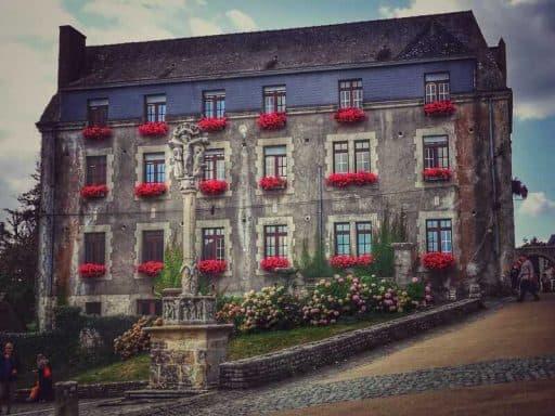 """רושפור (Rochefort-en-Terre) """"הכפר היפה ביותר בצרפת"""" מאת דני אשכנזי"""