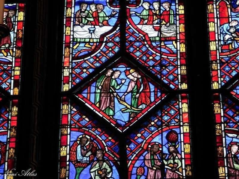 אחד הויטראז'ים בכנסיית סן שאפל. צילמה ניני אטלס.