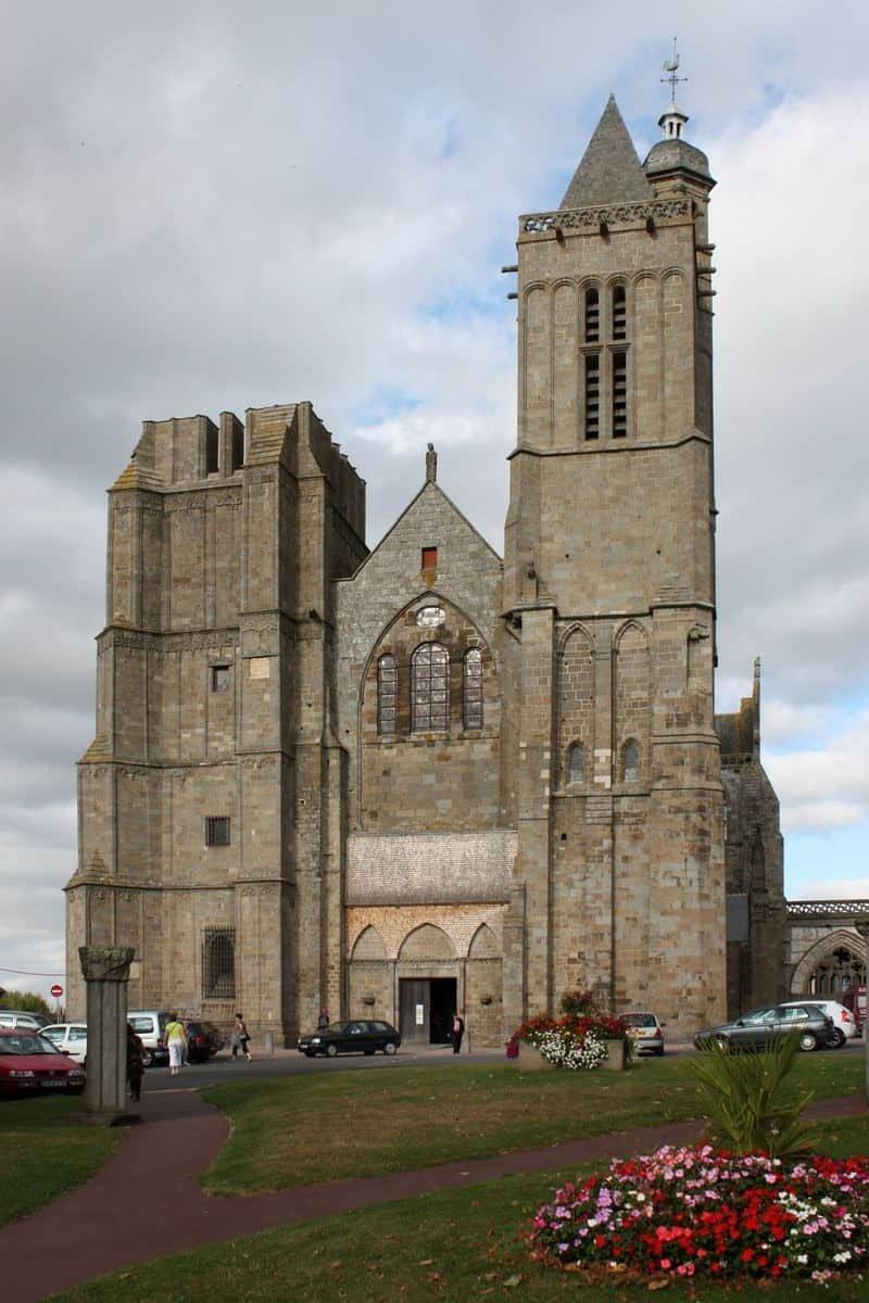 חזית הקתדרלה של דול. צילם: Guillaume Piolle. מקור צילום: ויקיפדיה.