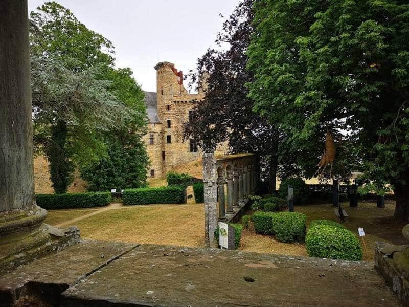 חלק מטירת שאטובריאן ששרד מימי הביניים. צילם: צבי חזנוב
