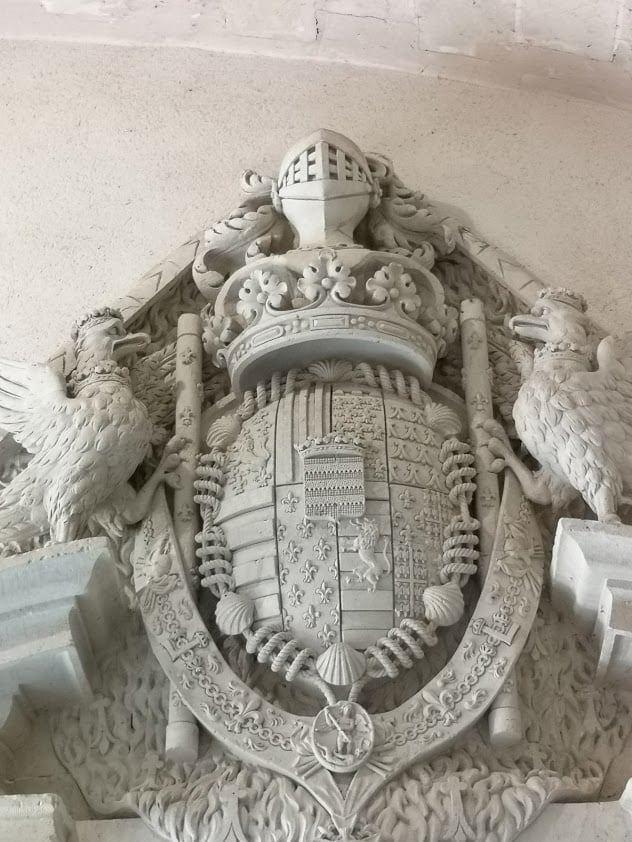 סמל האצולה של משפחת קוסה-בריסאק - צילם: צבי חזנוב