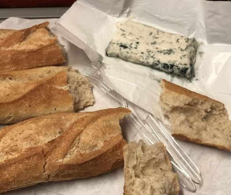 """""""גבינה כחולה"""" ב Aujourdhui Demain. צילום: מורן רביב"""