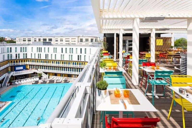 הרוף-טופ של מלון מוליטור משקיף על הבריכה. צילום: מרים אדרי