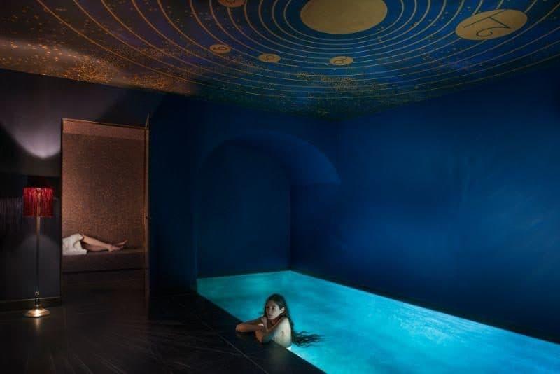 הספא של המלון עם תקרת הכוכבים היפהפייה. צילום: Maison Souquet