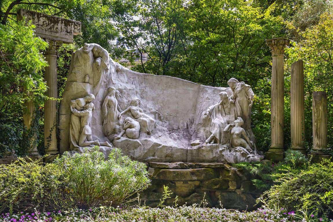 """""""חלומו של משורר"""". אנדרטה מאת אלפונס מונסל. צילום: יואל תמנליס"""