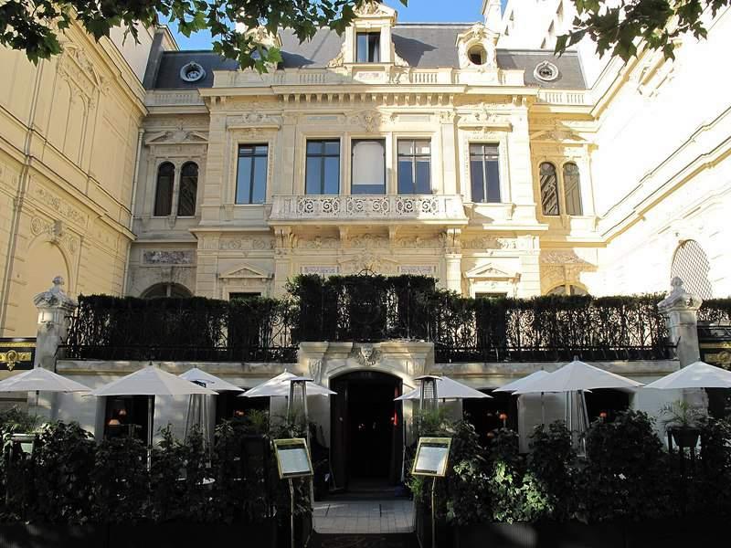 החזית של אוטל דה פייבה. צילם: Tangopaso. מקור צילום: ויקיפדיה