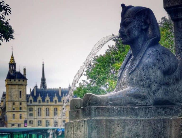פריז – מצרים העתיקה: סיפור אהבה. כתבה מאת רונית גרומן