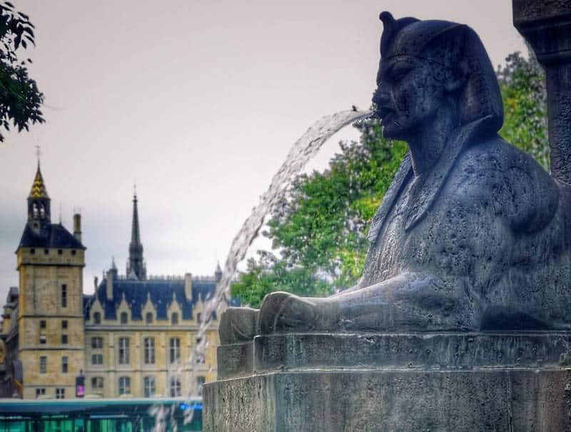 פריז – מצרים העתיקה: סיפור אהבה. כתבה מאת רונית גרומן. צילם: צבי חזנוב