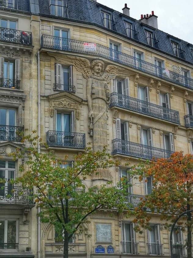 כמה עולה דירה בפריז?